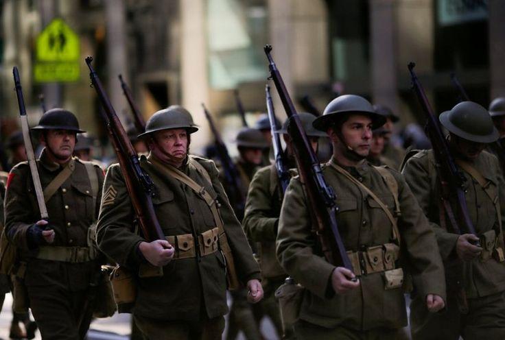 Gente vistiendo uniformes del ejercito durante la 1ra. Guerra Mundial U.S.A.