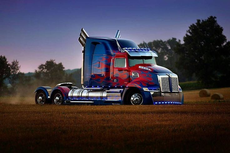 "Polubienia: 2,205, komentarze: 4 – Transformers News (@newstransformers) na Instagramie: ""Stunning picture of Optimus Prime! #Repost @westernstartruck ・・・ The new #Transformers movie,…"""