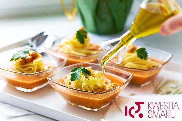 Zupa krem z ciecierzycy z makaronem. Przepis na włoską zupę grochową.
