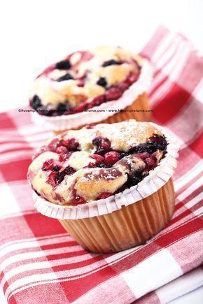 Questi muffìn ai frutti di bosco sono una vera delizia per il palato, ma more, mirtilli e lamponi sono anche un concentrato di vitamine.