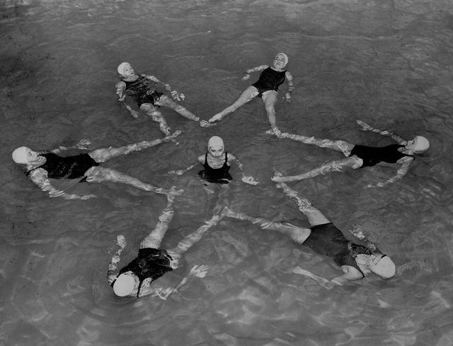 synchronized swimming, Old School!