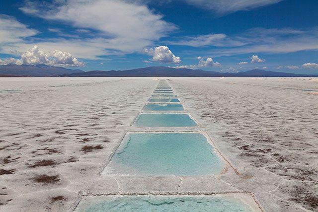 Las Salinas Grandes, paysage époustouflant d'Argentine - Sunsinger - Fotolia http://www.lonelyplanet.fr/article/mettez-du-sel-dans-vos-voyages #SalinasGrandes #Argentine #voyage