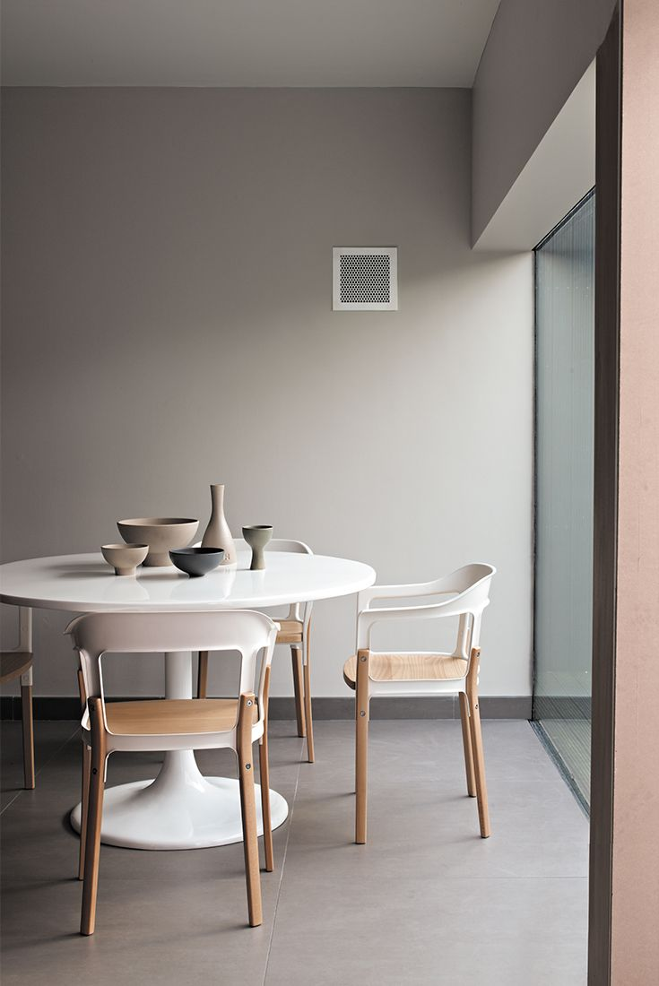 Dining rooms always look elegant in tasteful neutrals. Go for a Scandi look with modern furniture and minimal decor. Tasty!