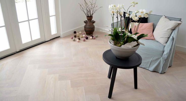 witte visgraat vloer