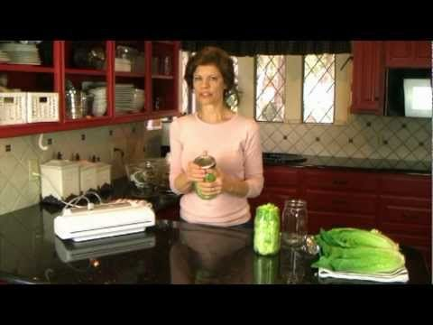SALAD IN A JARHow to Make Salad in a Jar That Lasts a Week.