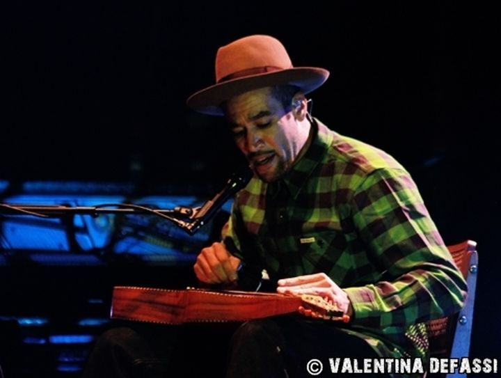 Beh Harper playing in Milan, 22nd July 2015 (and never without his #Borsalino).