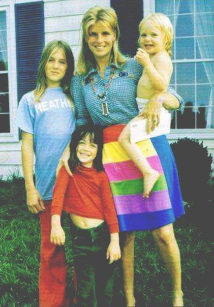 Linda Eastman-McCartney with her girls