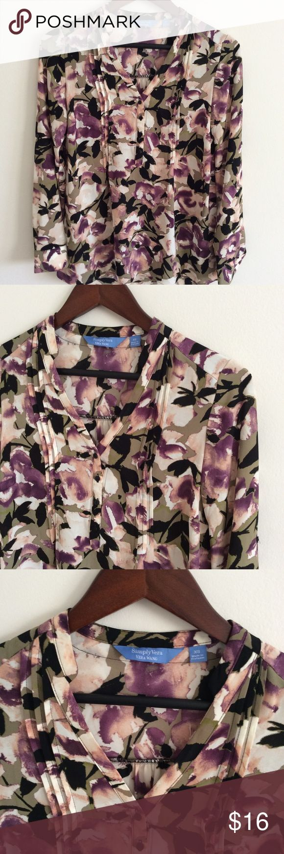 Simply Vera Floral Tunic 👚XS 100% Polyester Simply Vera Floral Tunic. Adjustable sleeves. Size XS. Simply Vera Vera Wang Tops Blouses