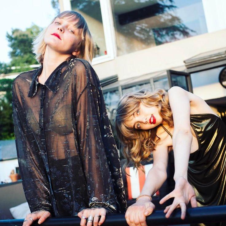 "Gefällt 947 Mal, 5 Kommentare - Sonia (@bookofboredom) auf Instagram: ""This is the Swedish Sister band pose"""