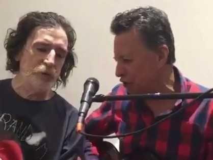 Charly García volvió a cantar   Después de haber estado internado en dos oportunidades a fines de 2016, Charly García está recuperado y cantando. Así se lo vio en el video que ... http://sientemendoza.com/2017/01/12/charly-garcia-volvio-a-cantar/