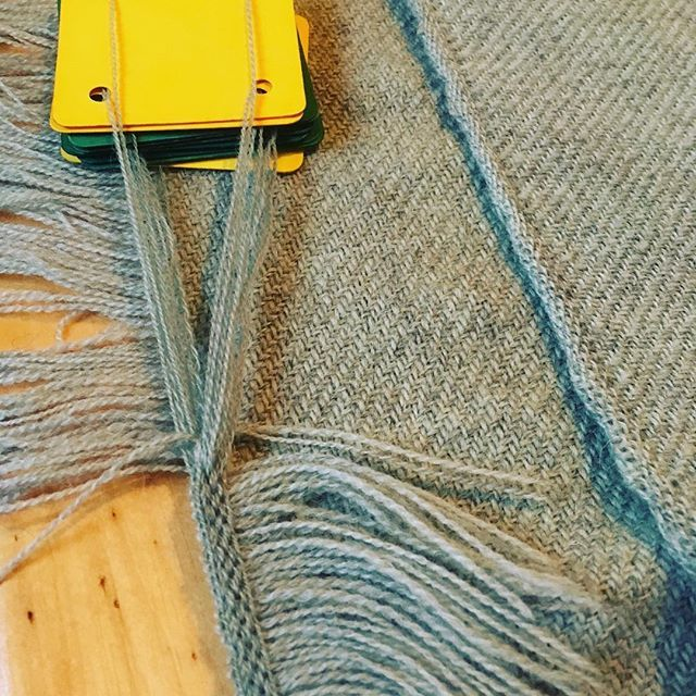 Just a photo: tubular selvage and tablet woven edge - the fringe gets cut off.
