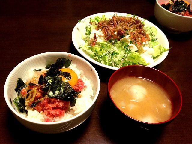 レシピは豆腐のサラダです。 - 5件のもぐもぐ - ネギトロ丼、豆腐のサラダ、味噌汁 by tsuki7