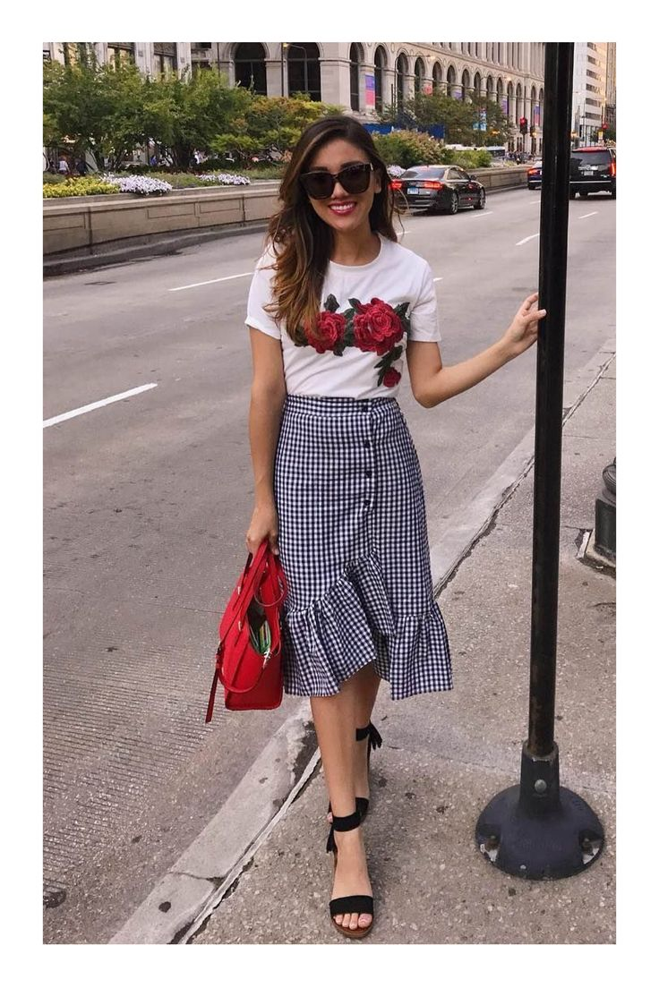 Cute skirt but does it come in Mode Outfits, Skirt Outfits, Classy Outfits, Trendy Outfits, Simple Dresses, Casual Dresses, Skirt Fashion, Fashion Outfits, Young Fashion
