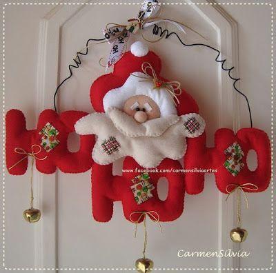 Fuori porta con Babbo Natale in pannolenci: il cartamodello gratis da stampare.  Un barbuto Babbo Natale con il suo tipico Ho Ho Ho darà il benvenuto dalla porta di casa a chi arriva.  Qui su Felt