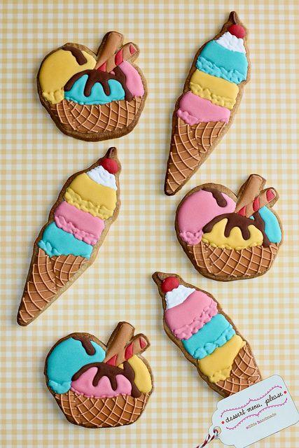 DessertMenuPlease's cute icecream cookies - love the ruffle detail of the icecream scoops!