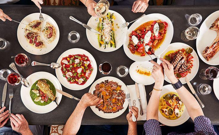 Η Cookoovaya είναι γιορτή! Είναι ένα καθημερινό πανηγύρι και οφείλει να είναι φασαριόζικο: γέλια και μαχαιροπίρουνα και πιάτα συνθέτουν τη μελωδία κάθε ημέρας.