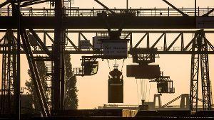 Container-Verladung im Osthafen von Frankfurt am Main. (Quelle: dpa)