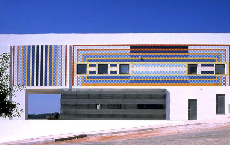 Eduardo Nery   Penela, Sicó   Escola Tecnólogica e Profissional de Sicó / Technological and Professional School of Sicó   2005 [© Arquivo Eduardo Nery] #Azulejo #AzulejoDoMês #AzulejoOfTheMonth #EduardoNery #Penela