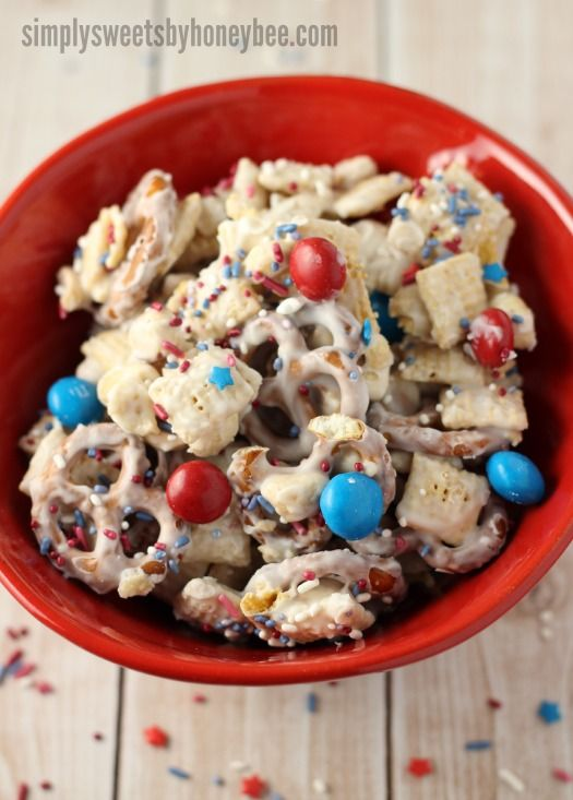 Red White & Blue Snack Mix - simplysweetsbyhoneybee.com