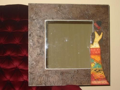 Espejos decorados imagenes buscar con google espejos for Imagenes de espejos decorados