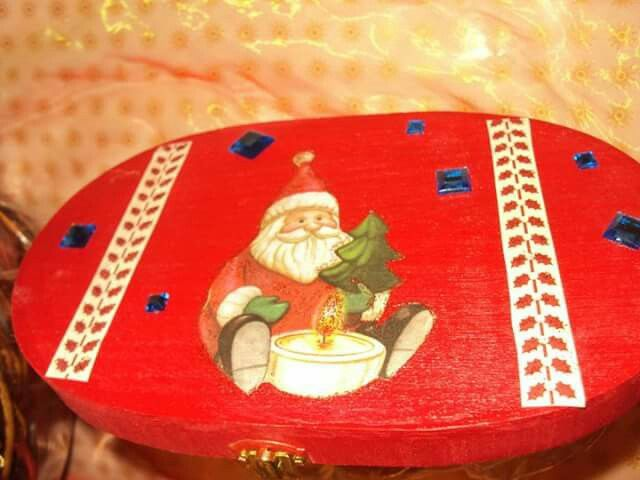 Scatola Natalia porta dolcetti decorata a decoupage