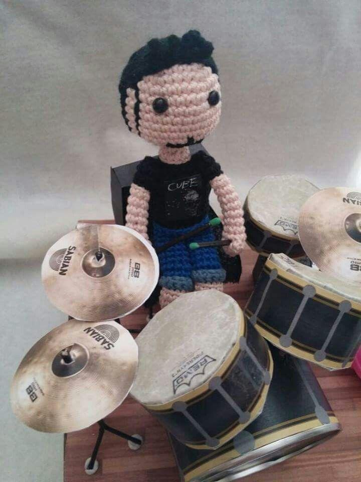 """Amigurumi boy and drums. """"Desayuno con ganchillos """""""