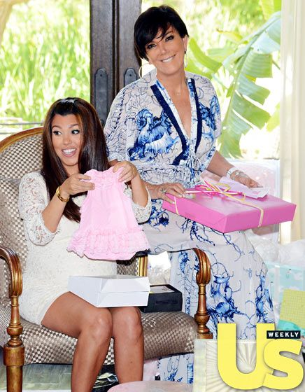 inside kourtney kardashian 39 s baby shower mothers baby showers and