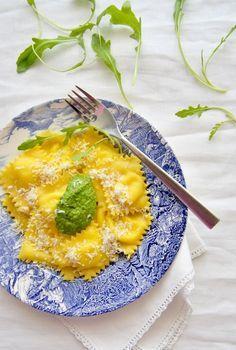 Formaggio in cucina: ravioli di squacquerone e rucola | Honest Cooking Italia