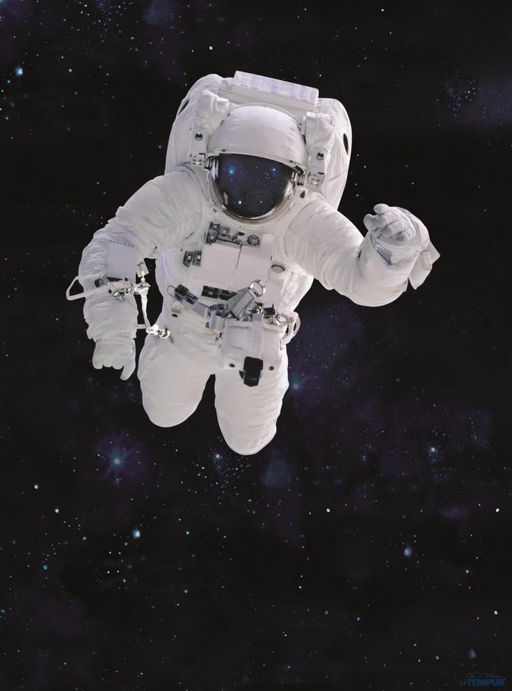 NASA kehitti 1970-luvulla materiaalin, jolla helpotettiin astronautteihin nousun aikana kohdistuvaa painerasitusta. Nykyään tämä avaruusteknologiaa varten luotu viskoelastinen ja lämpöreagoiva materiaali tunnetaan nimellä TEMPUR.  #avaruus #tempur