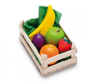 Fin fruktkorg i trä med 5 stycken fina träfrukter från tyska Erzi.Antal: 1st korg, 1 grönt äpple, 1 plommon, 1 jordgubbe, 1 apelsin och 1 bananÅlder: Från 3årStorlek. Korg: 12 x 8 x 6 cm Frukter från 3 - 8 cmFakta: Produkterna är tillverkade inom EU i ett familjeföretag som har all sin tillverkning lokalt i Tyskland. De har en lång tradition av att tillverka leksaker av naturmater...