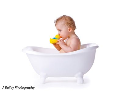 This light weight childs bathtub photography prop is made of