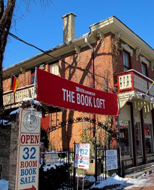 love the idea of a 32 room book store!