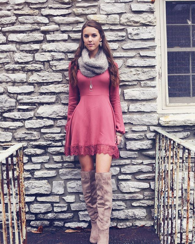 This flattering dress comes in the most beautiful dusty pink color. It is simply perfect with its subtle details and can easily be accessorized with a scarf and our long pendant necklaces. #altardstate #standoutforgood #fallfashion #styleinspiration #altardstatefall #newarrivals
