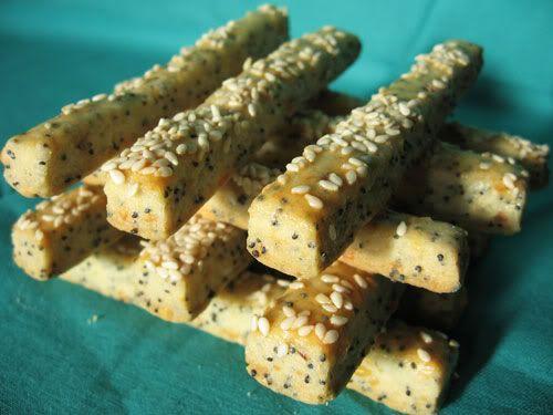 Chef Vikinél  láttam meg, eredetileg Jókaja  receptje. Mivel már csömörünk van egy kissé az édességektől, megsütöttem. Egy hibája van, nagy...