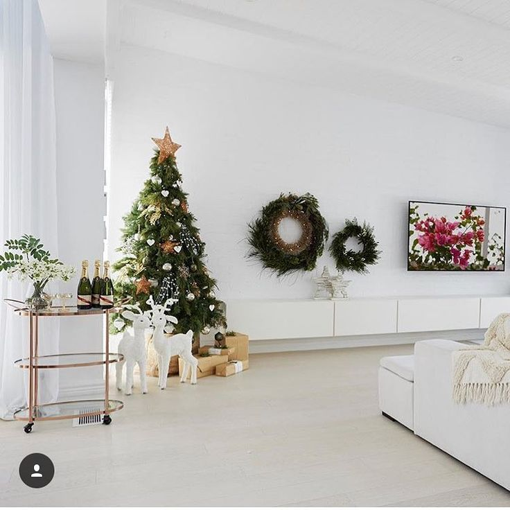 """Polubienia: 55, komentarze: 1 – BoConcept Manchester (@boconcept_manchester) na Instagramie: """"Christmas is next week, but there's still time to find that perfect #gift and to start work on your…"""""""