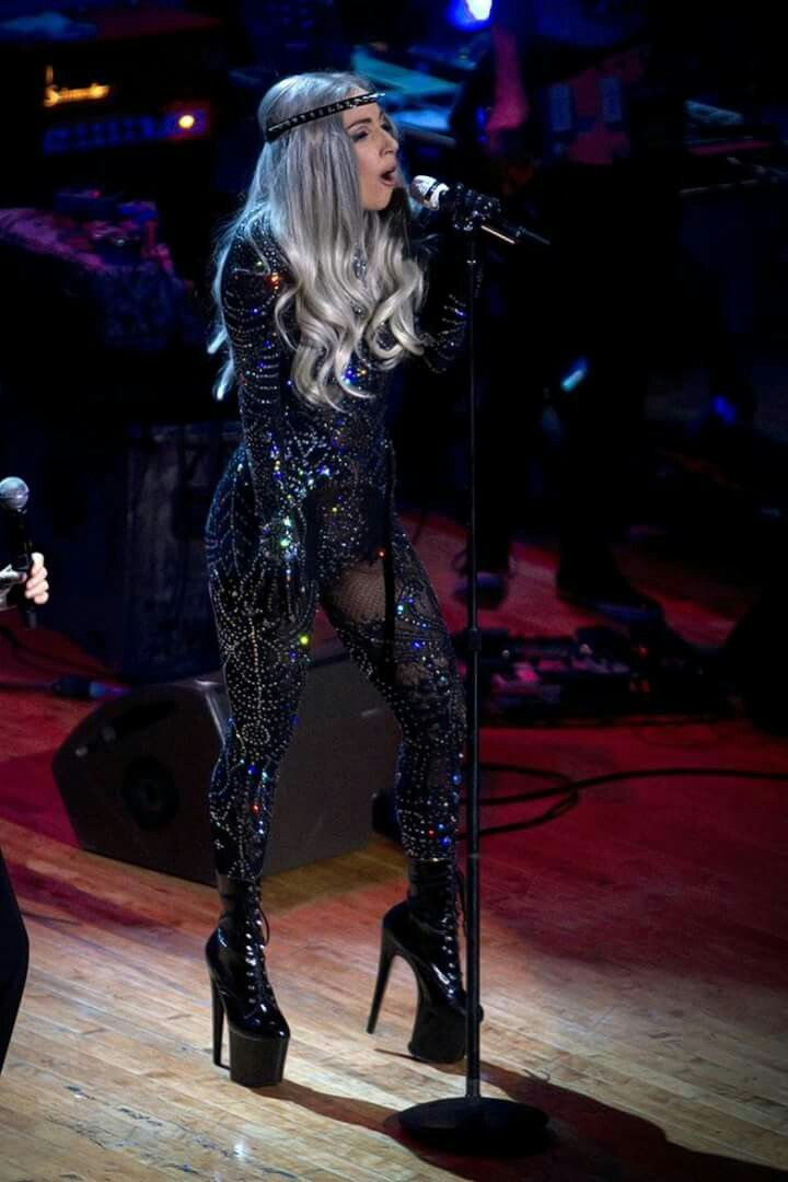 Lady Gaga #bienchanter si vous souhaitez des cours de chant gratuits en ligne rejoignez-nous : www.bienchanter.fr