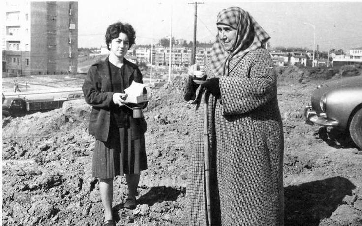 Piyangocu Nimet abla Esentepe'de yaptırdığı cami inşaatında, 1964