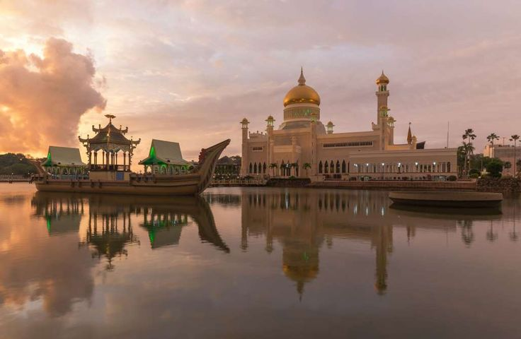 OMAR ALI SAIFUDDIEN MOSQUE:    The Omar Ali Saifuddien Mosque is almost 60 years old and located in Bandar Seri Begawan, the capital of of Brunei.    -  Beautiful And Remote Places On Earth