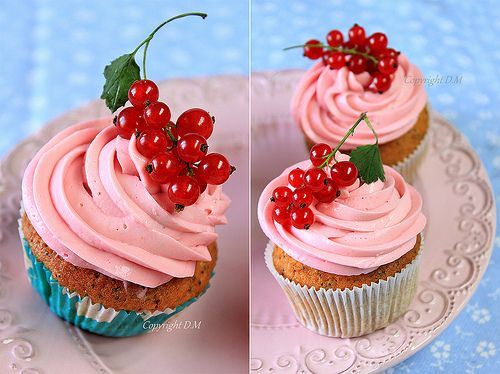 Lemon cupcakes with redcurrant frosting