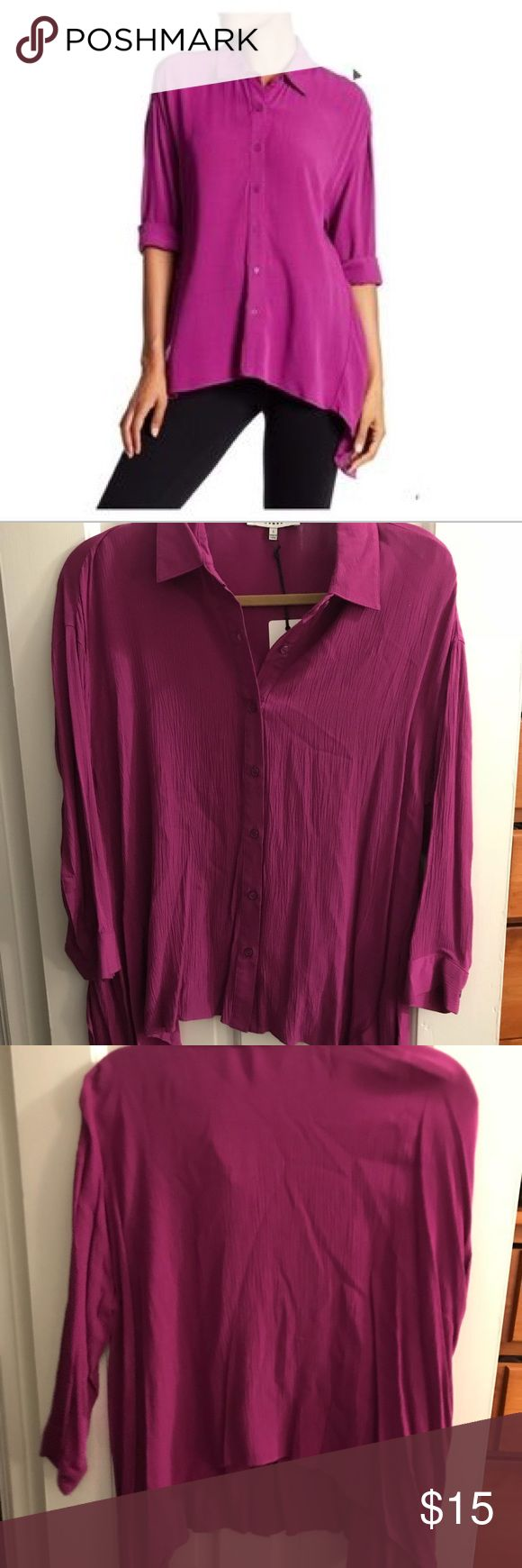 NWT Ro & De Gauze Sharkbite Hem Blouse Brand new never worn! Perfect condition!  🌼Thank you for looking!  🌼I ship within 2 days shipping excluding holidays 🌼I do not trade! 🌼I only accept offers through the offer button! 🌼Thank you for shopping and feel free to ask any questions! 🚭Smoke free home! Ro & De Tops Blouses
