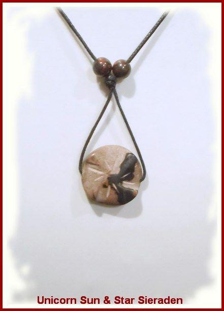 Moedersteen hanger met twee Mahonie Obsidiaan kralen € 4,95 Doorsnede moedersteen circa 2 cm. Op waxkoord met verstelbare knoop. https://www.facebook.com/unicornsieraden/#