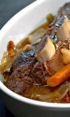 Braised Short Ribs — Jonathan Waxman slays with this braised blend of ribs, bell peppers, carrots, and herbs. Watch him make it @pannacooking