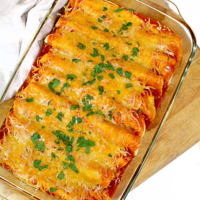 Yummly Personalized Recipe Recommendations And Search Recipe Sour Cream Enchiladas Easy Chicken Enchilada Recipe Chicken Enchilada Recipe