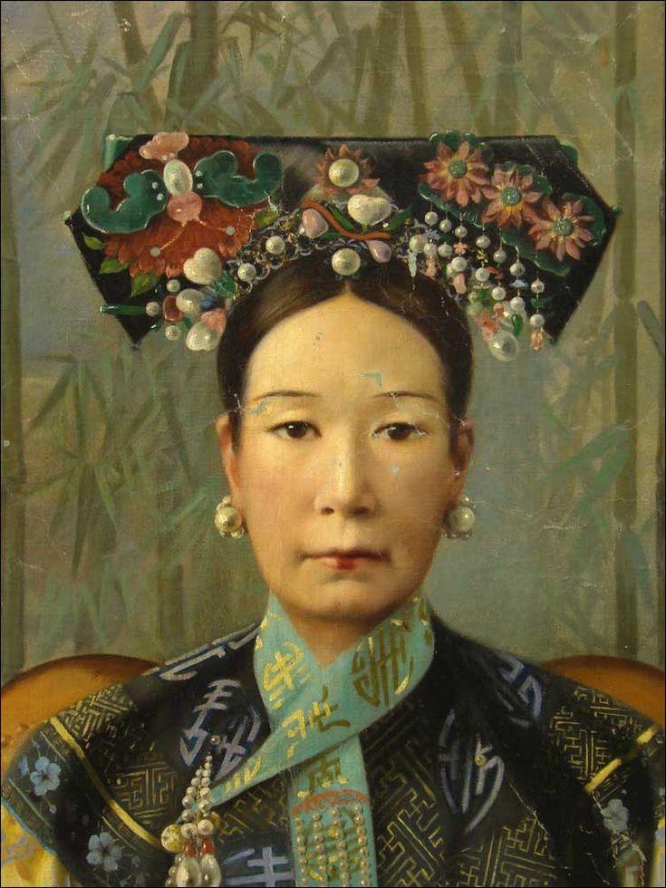 Cixi, ou Tseu-Hi (1835-1908) est une impératrice douairière chinoise qui exerce le pouvoir entre 1861 et 1908. Fille de Huizheng, porte-enseigne impérial, Cixi nait à Pékin pendant l'hiver 1…