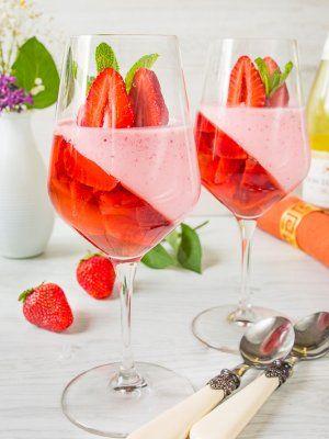 Клубничное желе с шампанским