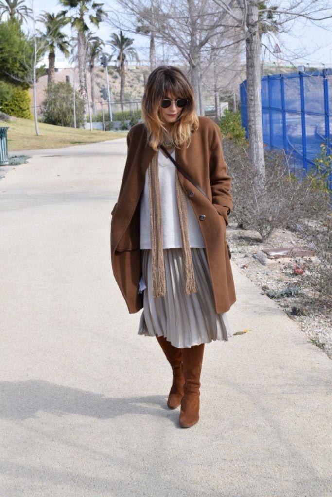 Look con falda plisada de Zara