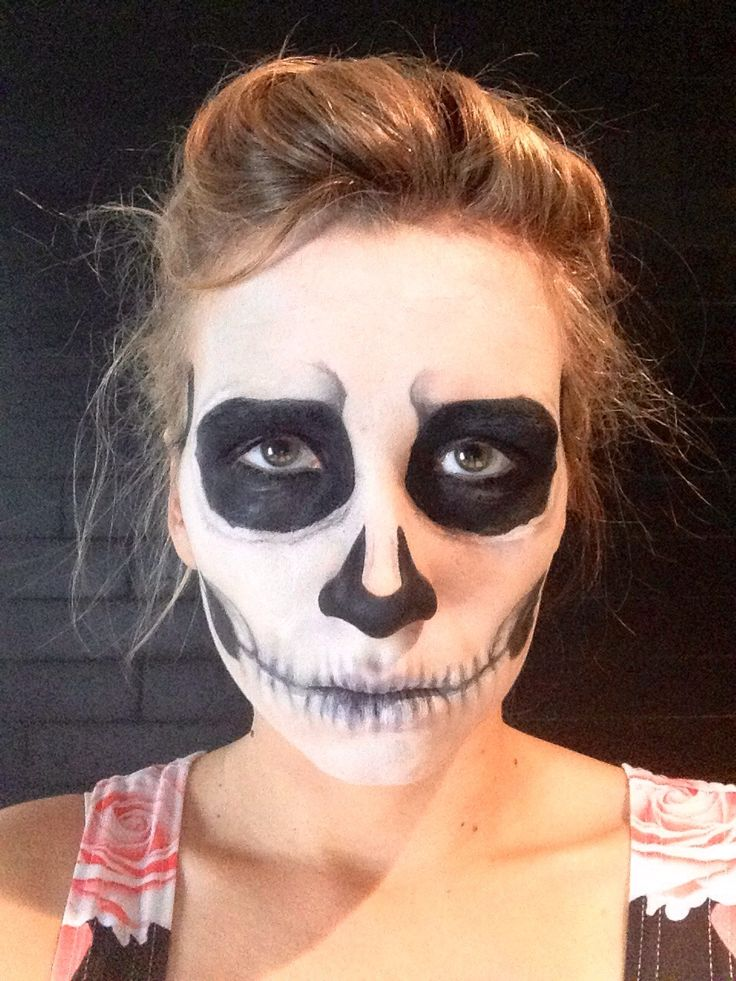 How to Do Skeleton Makeup for Halloween