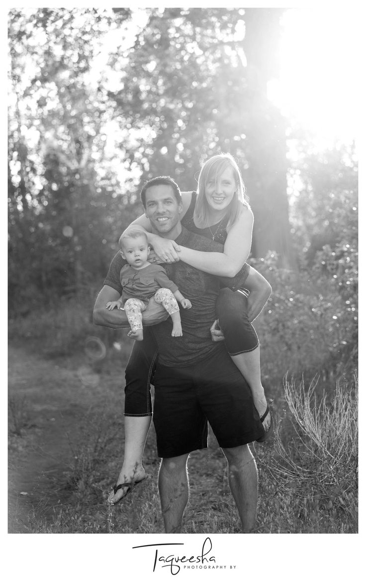 Fun family session with a baby, beautiful evening light. Photography by Taqueesha