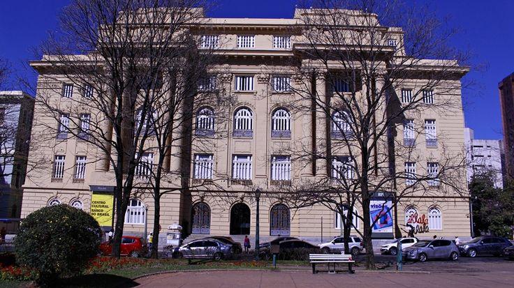 Centro Cultural do Banco do Brasil, o prédio amarelo do Circuito Cultural da Praça da Liberdade, em Belo Horizonte.