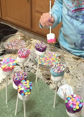 Marshmallow pops - an easy and fun cooking activity to make with the kids.